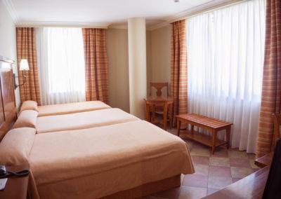 habitacion_triple_hotel_villava